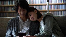 比悲傷更悲傷的故事搶進北美催淚去年台灣最賣座電影「比悲傷更悲傷的故事」15日起在北美上映。圖為電影劇照。(台灣書院提供)中央社記者林宏翰傳真 108年3月9日