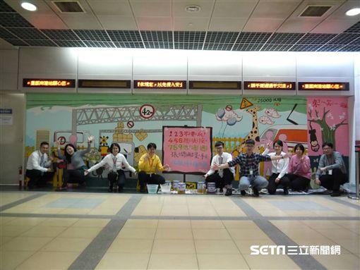 南港車站,台鐵,打卡,鐵道安全,/台鐵局提供
