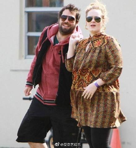 愛黛兒宣布與賽門康尼克基(Simon Konecki)離婚。(圖/愛奇藝娛樂微博)