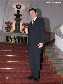 湯志偉在國際橋牌社飾演國防部長。(記者邱榮吉/攝影)