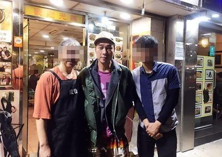 許志安1個月前「約會黃心穎」照片被挖出!冒「避嫌舉動」網罵翻。(圖/翻攝自臉書)
