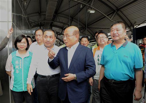 行政院長蘇貞昌21日上午視察捷運環狀線北環段工程規劃情形。(圖/行政院提供)