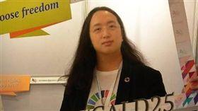 唐鳳遭同居伴侶提告家暴。(圖/翻攝自臉書)