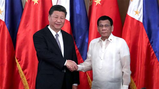 習杜會  中菲建立全面戰略合作關係中國國家主席習近平20日在馬尼拉與菲律賓總統杜特蒂(Rodrigo Duterte)舉行會談,雙方決定在相互尊重、坦誠相待、平等互利、合作共贏基礎上建立中菲「全面戰略合作關係」。(取自中國政府網)中央社  107年11月21日