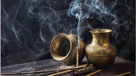 廟裡燒香。(圖/取自Pixabay)