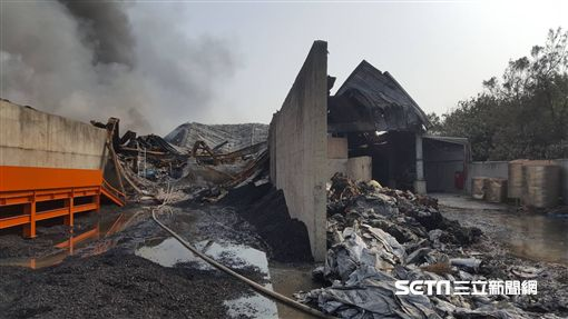 彰化線西回收場、廢棄輪胎工廠大火/翻攝畫面