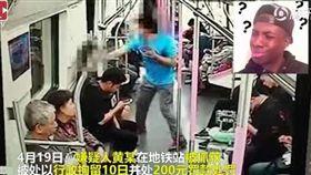 已婚男搭訕遭拒 竟打短裙妹一拳逃跑 圖/翻攝自騰訊視頻