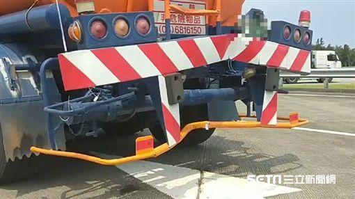 苗栗18歲男騎重機上國道追撞油罐車亡/翻攝畫面
