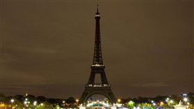 斯里蘭卡恐攻262人死亡 巴黎鐵塔熄燈致意(圖/翻攝自@LaTourEiffel Twitter)