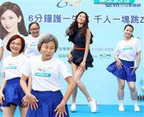 第一名模林志玲快閃出席公益活動大秀好身材。(記者林士傑/攝影)