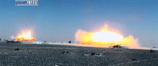 解放軍發布影片喊「軍改」 大規模轟炸秀軍武肌肉圖/翻攝自中國軍網
