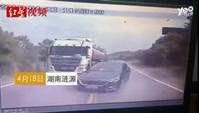 (圖/翻攝自騰訊新聞)中國,湖南,車禍,夾殺,超車,逆向