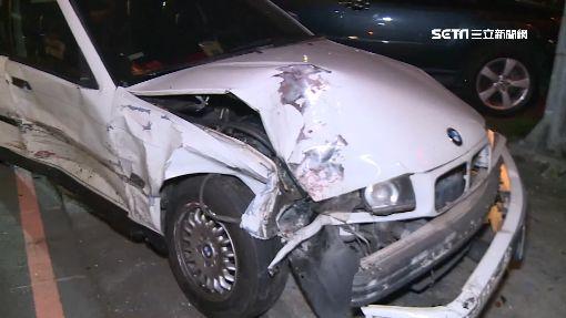 又是酒駕! 閃燈路口兩車擦撞 波及3車5人傷