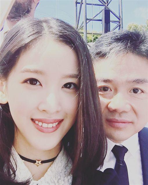 劉強東,奶茶妹,章澤天/翻攝自奶茶妹IG
