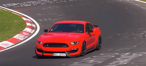 ▲Ford Mustang Shelby GT350在紐柏林撞車(圖/翻攝網路)