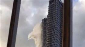 馬尼拉大樓出現空中瀑布(圖/翻攝自Micheal Rivo臉書)