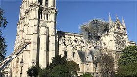 重建巴黎聖母院尖塔 傳統派與創新派爭論巴黎聖母院在火災中失去屋頂和尖塔,法國政府開放國際競圖。有的建築師認為應納入當代元素,可採玻璃材質,但也有人堅持聖母院就該是記憶中的樣子。中央社記者曾依璇巴黎攝 108年4月23日