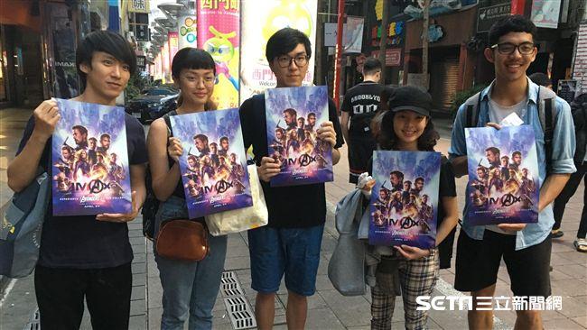 電影街現人潮 一早搶看《復仇者4》