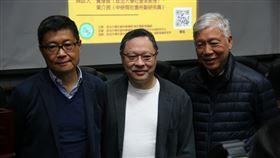 占中三子出席政大論壇2014年香港「占中」運動發起人戴耀廷(中)、陳健民(左)和朱耀明(右),29日上午出席國立政治大學社會科學院主辦的「雨傘運動與東亞民主展望」論壇。中央社記者繆宗翰攝 108年1月29日