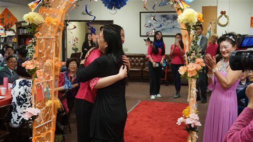 南加州台灣人長輩會舉辦「台美式」成年禮活動進入第29年,年滿16歲的孩子在父母與眾人面前宣告長大成人,邁向人生的下一個階段。中央社記者林宏翰洛杉磯攝 108年4月21日