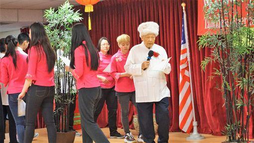 南加州台灣人長輩會舉行成年禮活動,由長老帶著孩子們繞著竹林行走,代表節節高升、虛心學習、挺身自立、長年青綠、充滿生機。中央社記者林宏翰洛杉磯攝 108年4月21日