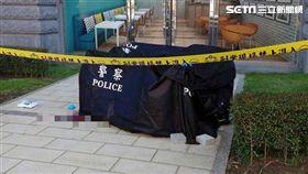 警方在現場拉起封鎖線介入調查。(圖/翻攝畫面)