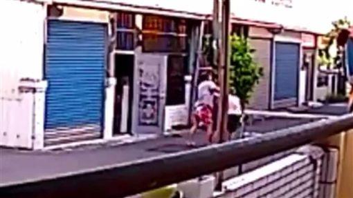 台南,家暴,爆料公社,毆母(圖/翻攝爆料公社)
