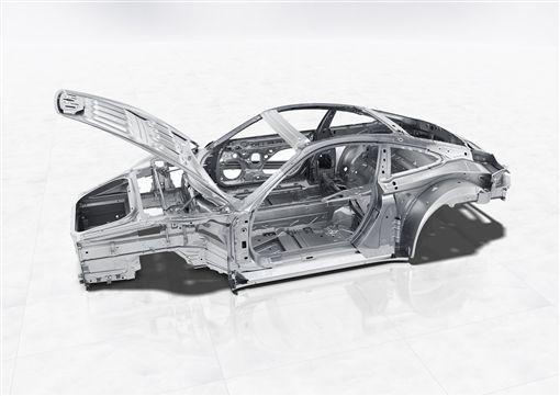 ▲Porsche 911 Cabriolet以多種輕量化材質打造車體。(圖/Porsche提供)