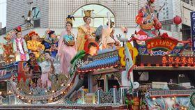北港朝天宮今年年度盛事「北港迓媽祖」遶境活動23日登場,全國唯一的真人藝閣花車遊行為活動一大特色。(檔案照片)中央社記者葉子綱攝 108年4月23日