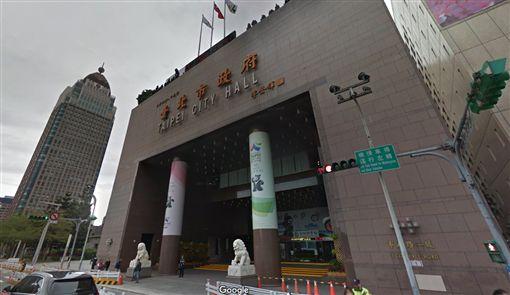 台北,台北市政府,自殘,中庭。翻攝自googlemap