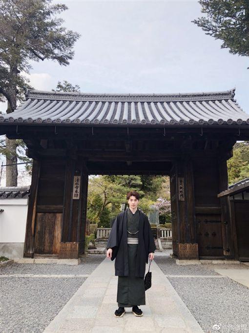 張洛偍前往日本遊玩。(圖/微博)