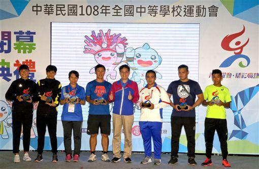 ▲體育署署長高俊雄(右4)頒發運動精神獎得將學校與個人。(圖/全中運提供)