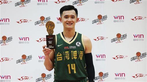蔣淯安首度奪下MVP。(圖/中華籃協提供)