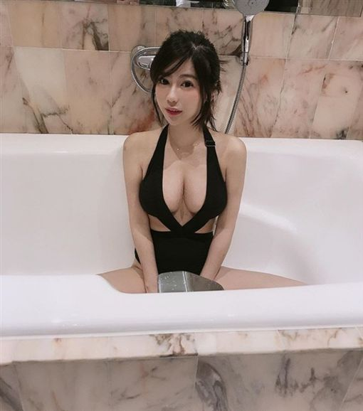 捷運,正妹,楊吉兒,IG:gill666123。