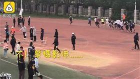 跑得比選手快的攝影師。(圖/翻攝自梨視頻)