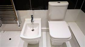 (圖/翻攝自推特)馬桶,坐浴桶,Bidet