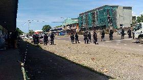 索羅門騷亂  警方設路障