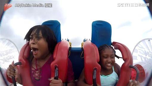 笑歪!乘坐高速遊樂設施 嚇到連頭髮都飛掉了!