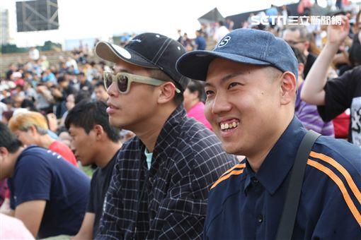 《台潮盛典》玖壹壹提前來欣賞美秀集團的演出。(圖/記者林士傑攝影)