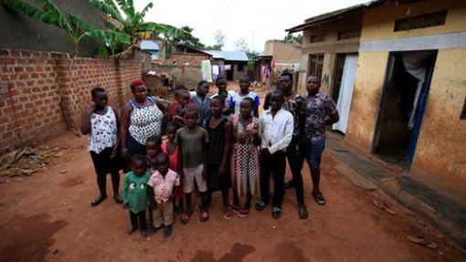 烏干達,卵巢,雙胞胎,母親,受孕,孩子https://www.chinapress.com.my/20190427/%E5%8D%B5%E5%B7%A2%E5%A4%A7%E8%BF%87%E5%B8%B8%E4%BA%BA-%E8%B6%85%E5%BC%BA%E5%A6%88%E5%A6%88%E7%94%9F44%E4%B8%AA%E5%AD%A9%E5%AD%90/