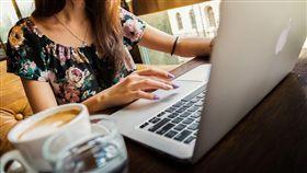 示意圖/工作/職場/上班/平板/筆電/OL。(圖/翻攝自Pixabay)
