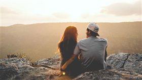 情侶,戀愛,兩性,牽手,結婚。(圖/翻攝自unsplash)