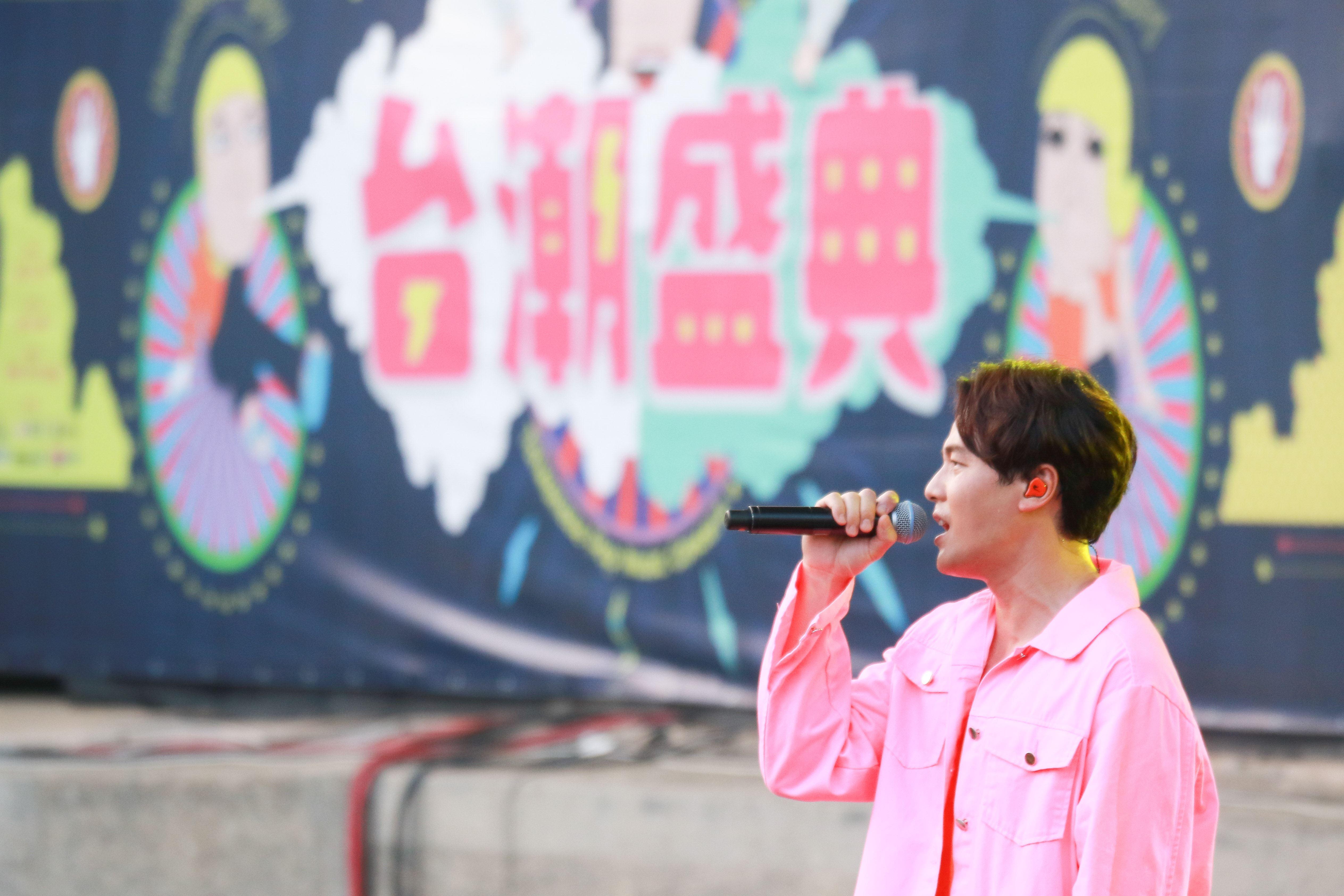 2019台潮盛典新浪潮黃文星演出。(記者林士傑/攝影)