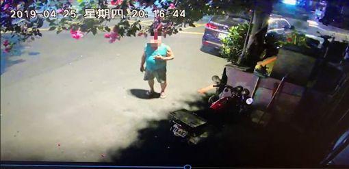 台中大里透天厝火災,好心鄰居救人/翻攝自臉書爆料公社