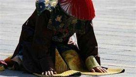 清朝,官員,禮儀,袖子 (圖/翻攝自微博)