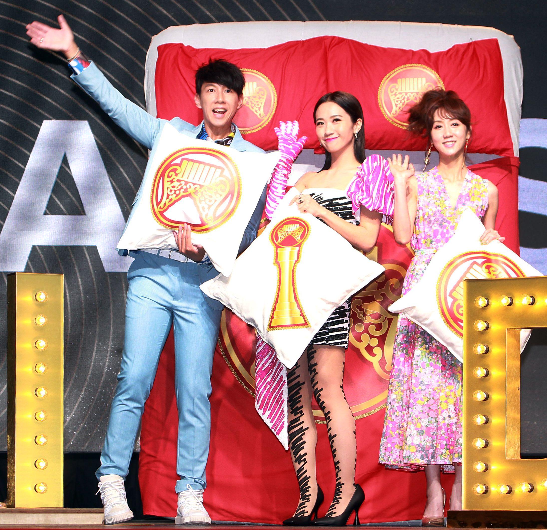 第30屆金曲獎頒獎典禮、星光大道主持人黃路梓(Dennis.Lulu)、(Dennis)尼斯 、 瑪麗。(記者邱榮吉/攝影)