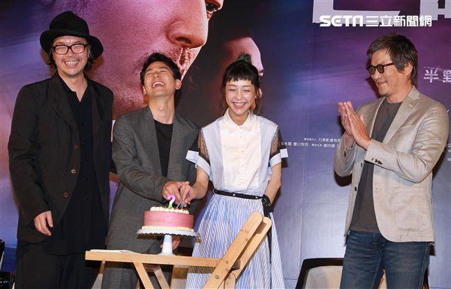 犯罪懸疑大片「亡命之途」演員謝欣穎在記者會上過生日。(記者邱榮吉/攝影)