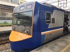台鐵區間車1182次往基隆發生死傷事故(圖/翻攝畫面)