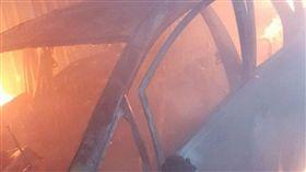 新北,板橋,計程車,火燒車,焦屍,輕生(圖/翻攝畫面)