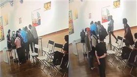 「會議蟑螂」搜刮學生展覽茶點。(圖/翻攝自爆料公社)